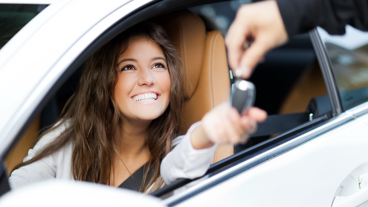 picture of a teenager getting the keys to her new car - car insurance - The Woodlands Tx - TWFG Russell Knapp
